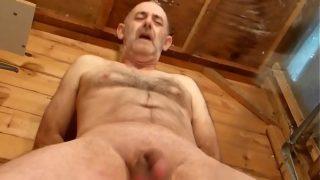CBT – Cock & Balls Whipping Machine